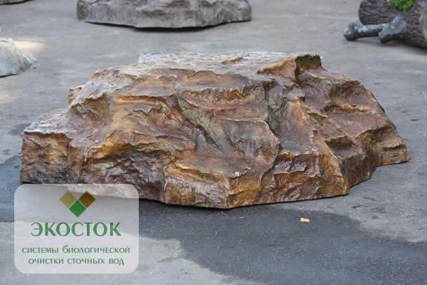 Искусственный камень для люка на колодец